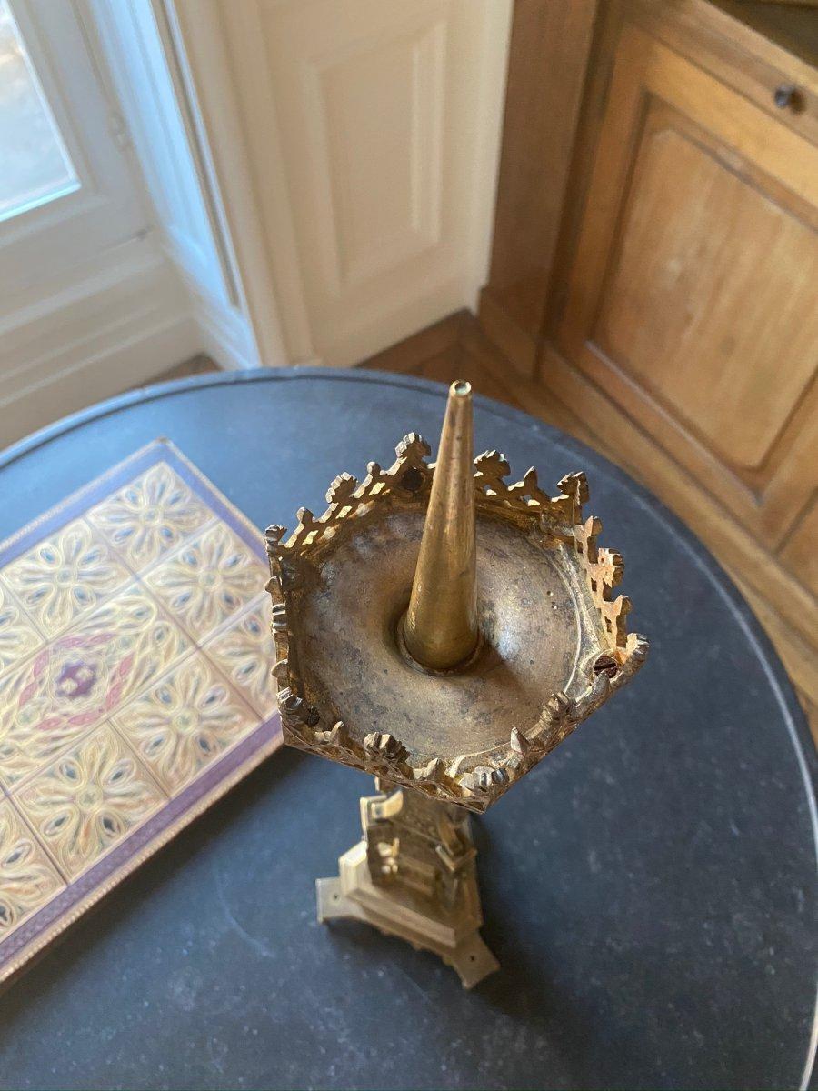 Pique Cierge  en métal doré  de style Néogothique XIXe siècle-photo-1