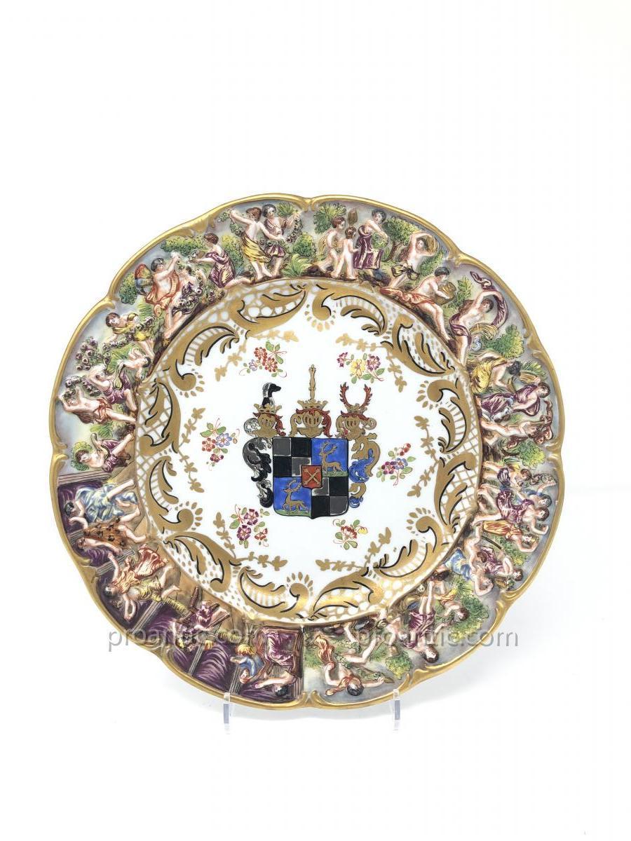 Assiette creuse En Porcelaine De Capodimonte à décor armorié