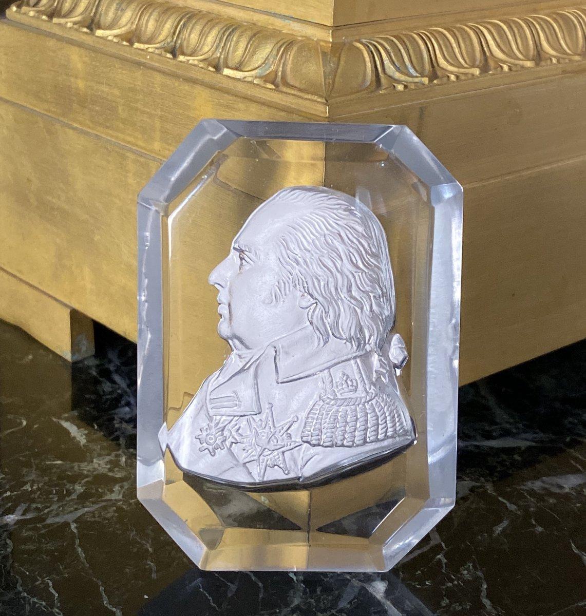 Cristallo-Cérame au Profil du Roi Louis XVIII signé Brachard