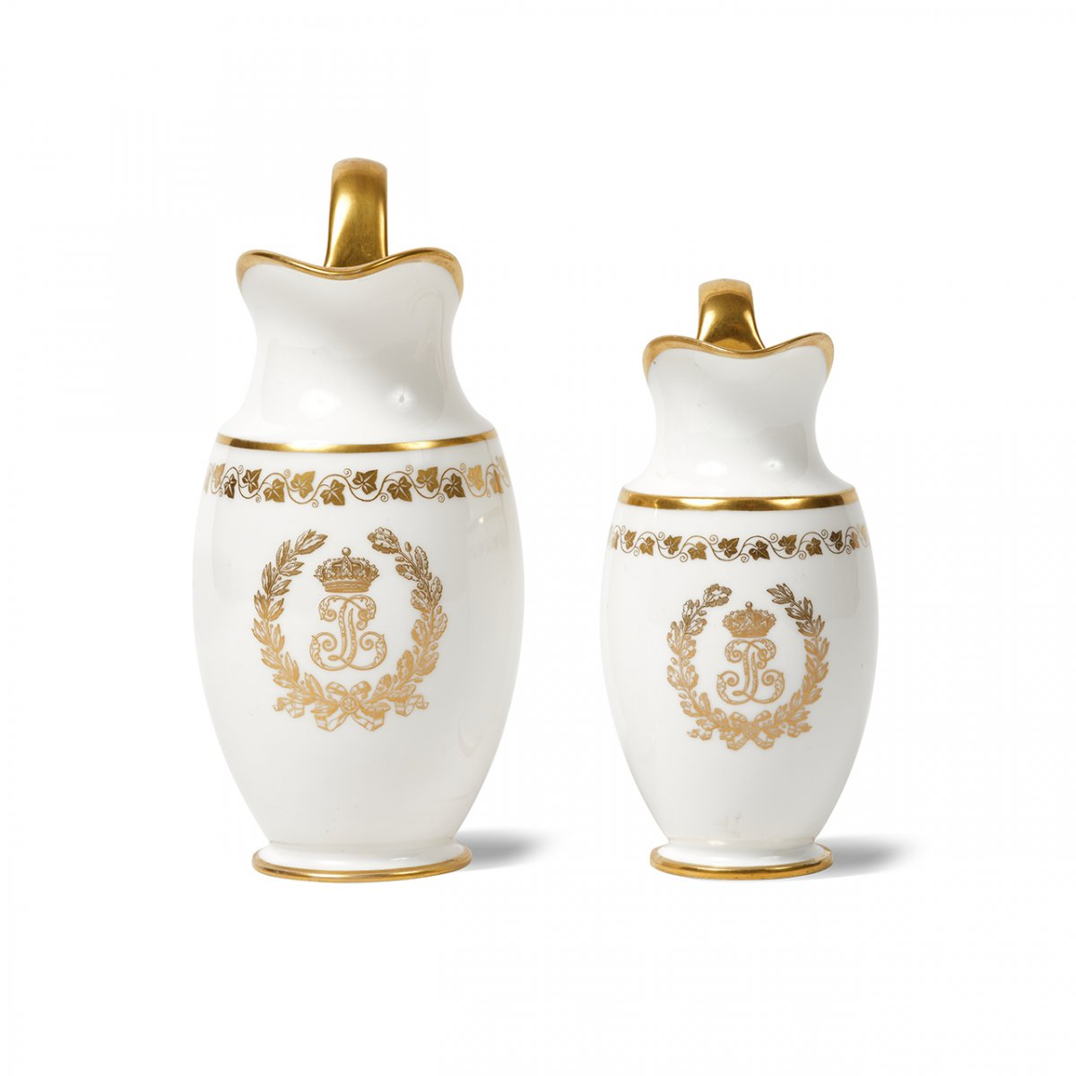 SEVRES Deux Pots à Lait Pestum en Porcelaine De Sèvres Du Service Des Princes Du Roi Louis-Philippe