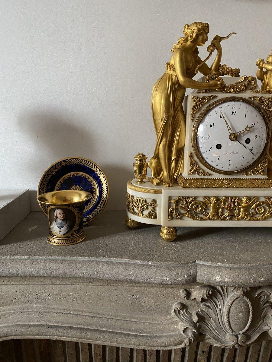 Pendule Vénus Et Cupidon En Bronze Doré Et Marbre Blanc d'époque Louis XVI Fin Du XVIIIe Siècle
