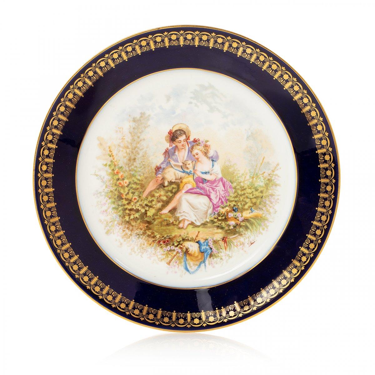 Assiette En Porcelaine De Sèvres Datée 1894 à Décor De Scène Galante Sevres