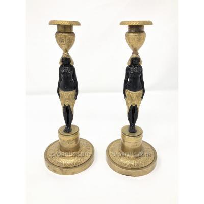 Paire De Bougeoirs Aux Nubiennes en bronze