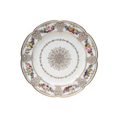 SEVRES Assiette En Porcelaine De Sèvres du Service du Roi Louis-Philippe au château de Breteuil
