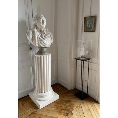 Grand Buste En Plâtre Figurant Le Roi Louis XVI Et Son Socle Colonne.