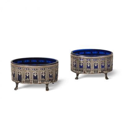 Paire De Salières En Argent Et Verre Bleu Louis XVI Figurant Les Arcades Du Palais-royal