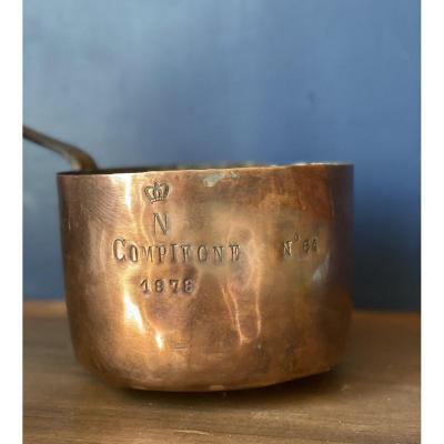 Petite casserole avec bec verseur en Cuivre provenant du Château de Compiègne