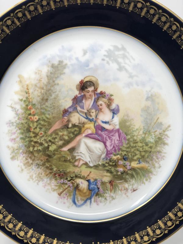 Assiette En Porcelaine De Sèvres Datée 1894 à Décor De Scène Galante Sevres-photo-2