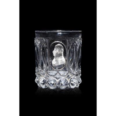 Gobelet En Cristal Moulé Et Taillé Orné d'Un Cristallo-cérame Au Profil Du Duc De Berry