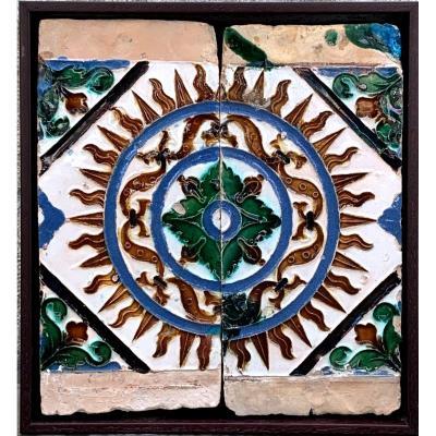 Deux dalles de plafond Sevilla  émaillé en blanc, bleu, vert, noir et brun miel