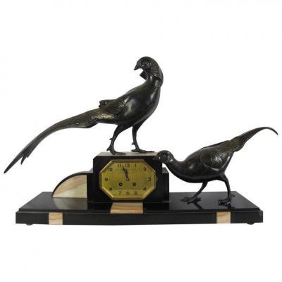 Pendule. Bronze Coq De Faisan. Et Deux Cassolettes.