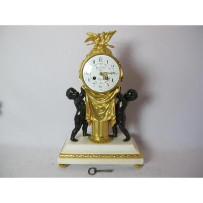Pendule Bronze Doré. Signé A.d Moulin.