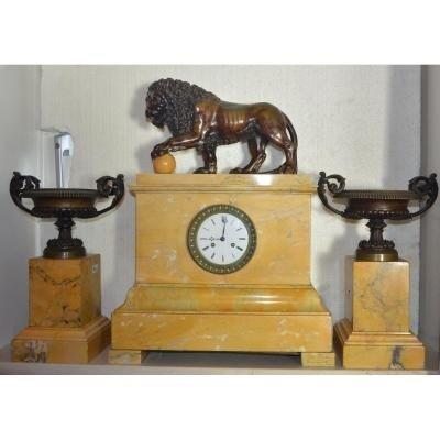 Bronze Lion Medici Pendule Avec Deux Coupes Bronze