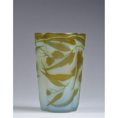 Vase Art Nouveau Decor Eucalyptus. Signé Gallé *.