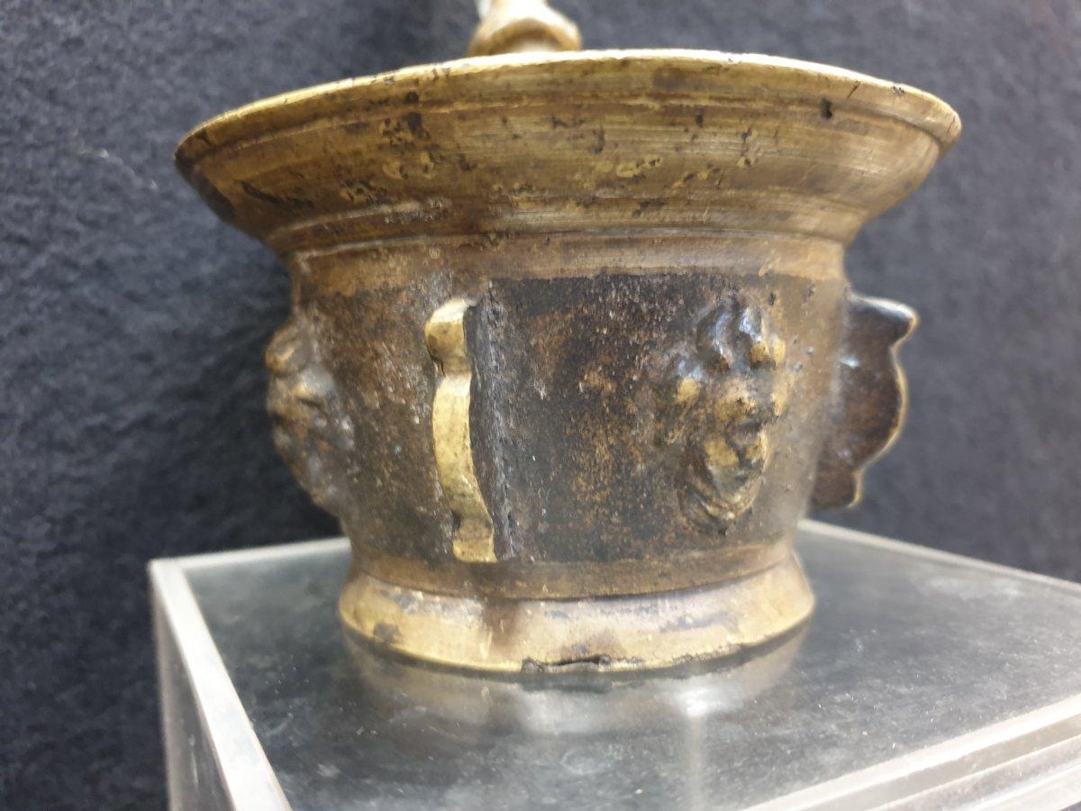 Mortier Bronze aux visages XVIIe Siècle -photo-1
