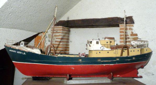 """Grande Maquette De Chalutier """" Armide """" La Rochelle 173 Cm"""
