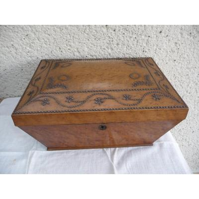 Large Box Early 19 Eme Century Decorated With Nails
