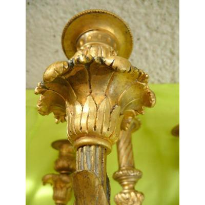 Paire De Chandeliers De Style Louis XVI En Bronze Doré Et Ciselé