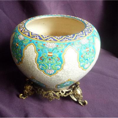 Vase en émaux de Gien monture en bronze aux éléphants