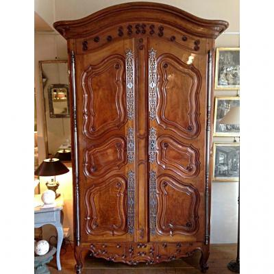 armoire ancienne sur proantic louis xv transition. Black Bedroom Furniture Sets. Home Design Ideas