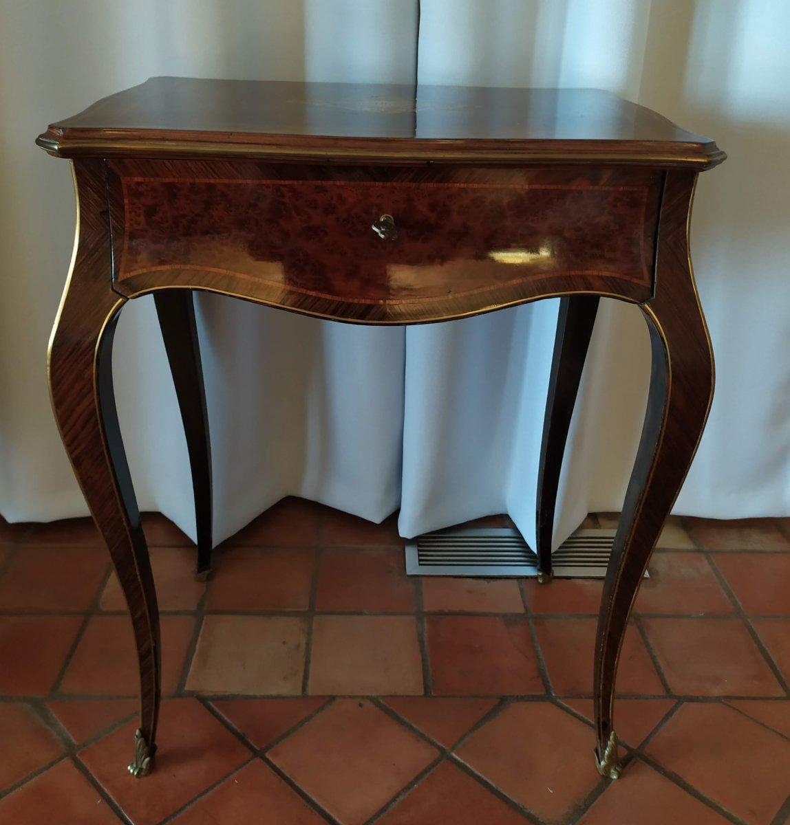 Petite table , dite travailleuse , d'époque Napoleon III et signée Tahan.