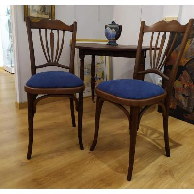 "Pair Of Chairs, Say ""bistrot"""