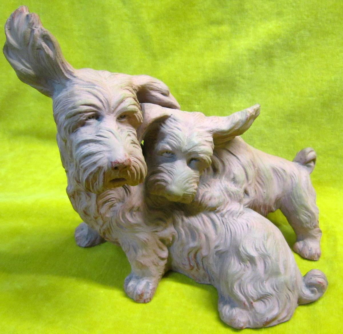 Chiens Terriers En Terre Cuite