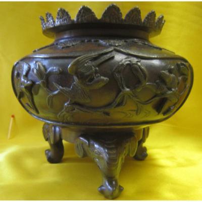 Vase Bronze Tripod Imperial Japan Meiji 19th