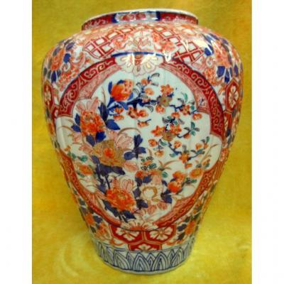 Large Ribbed Porcelain Vase Imari 19th