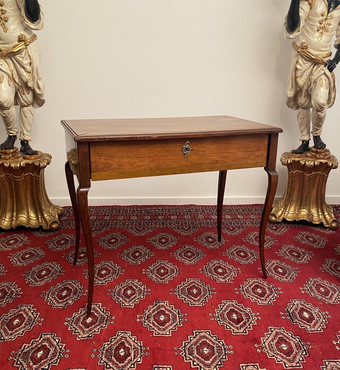 Table A Ecrire En Noyer d'Epoque Louis XV XVIIIeme