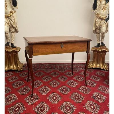 Table A Ecrire En Noyer d'Epoque Louis XV XVIIIeme