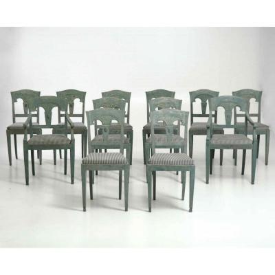 12 Chaises De Style Gustavien, Peintes à La Peinture d'Origine, Y Compris Deux Fauteuils, 19e