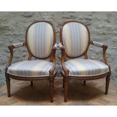Paire de fauteuils Louis XV 18e estampillés LOUIS DELANOIS.