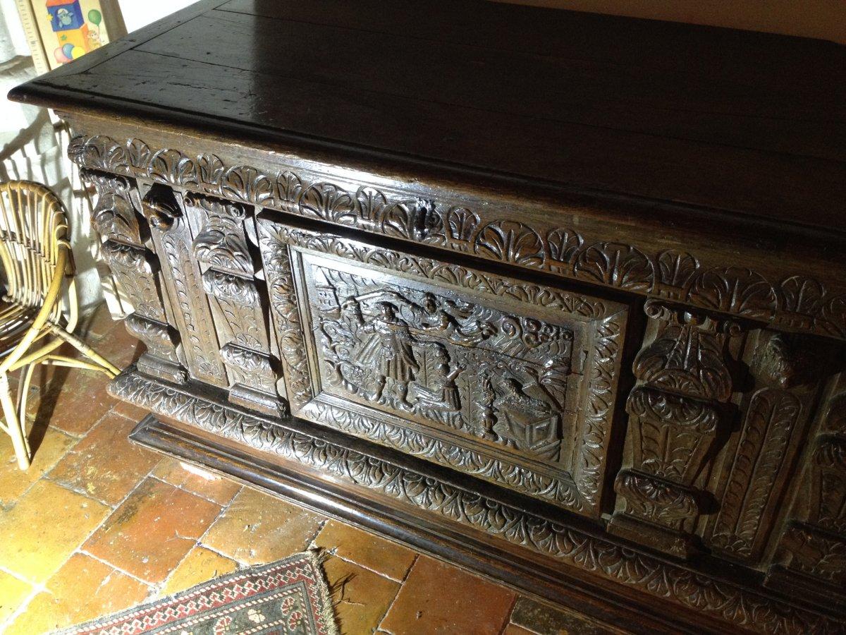 Renaissance coffre XVIe s Normandie richement sculpté Le sacrifice d'Abraham