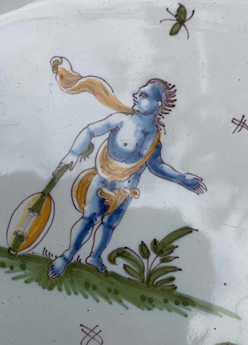 Plat faïence Moustiers XVIIIe curieux décor d'1 Grotesque avec instrument musique & ELEPHANT !-photo-6