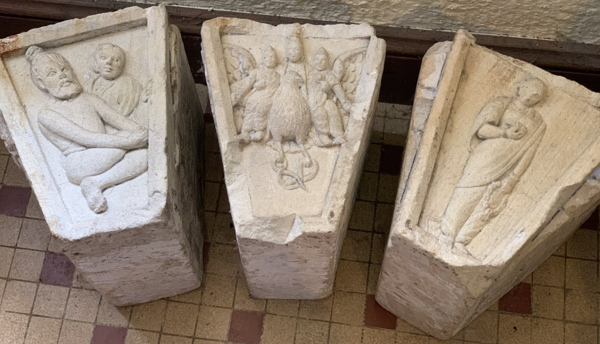 3 gdes clés de porte en pierre sculpté, Inde XVIIe / XVIIIe