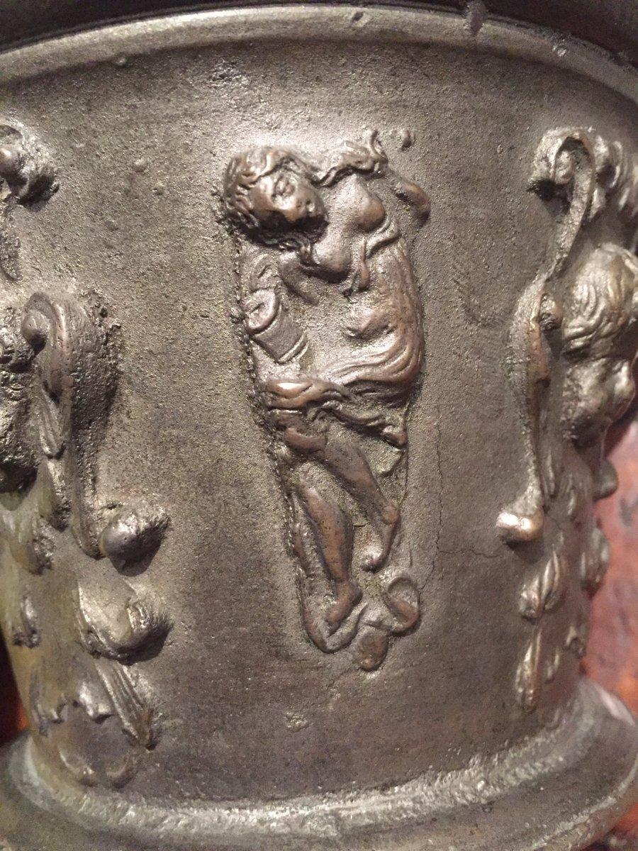 Mortier airain TB médailles bustes papes sujets allégoriques  déb XVIIe -photo-2
