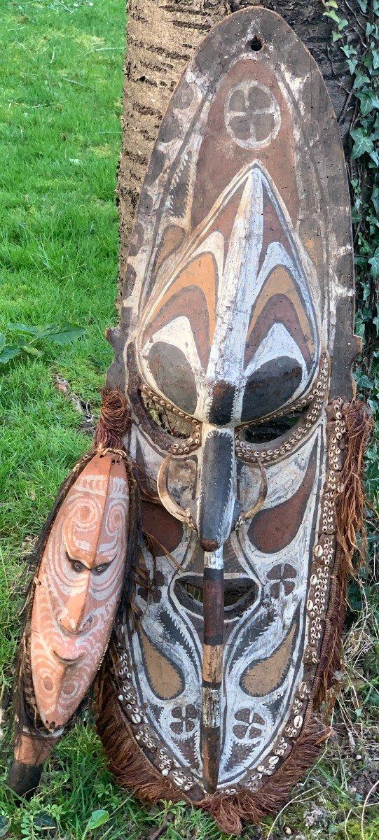 MUSEE ens masque ancêtre & herminette SEPIK, Nouvelle-Guinée