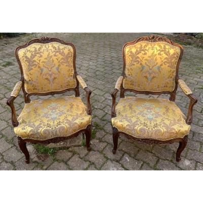 XVIIIe s paire très larges fauteuils Louis XV dossiers à La Reine, attrib à Nicolas Heurtault