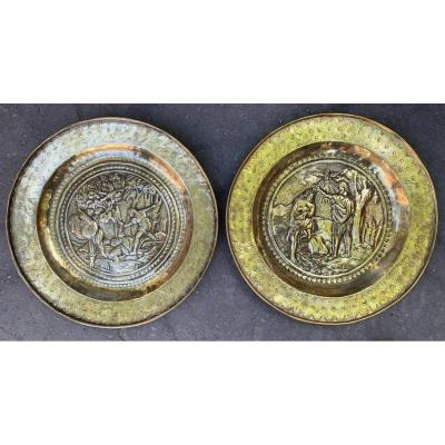 Pair XVIIth Cty Offering Dish Christ's Baptism And The Stoning Of Saint Etienne