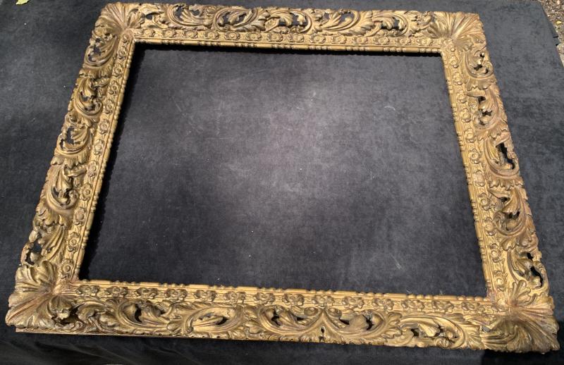 Cadre époque Louis XIII en bois doré sculpté et ajouré-photo-2