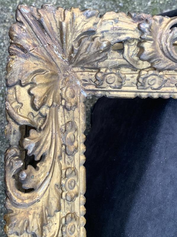 Cadre époque Louis XIII en bois doré sculpté et ajouré-photo-3