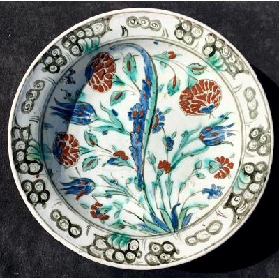 Large Iznik Ceramic Dish With 4 Flowers Turkey Circa 1600