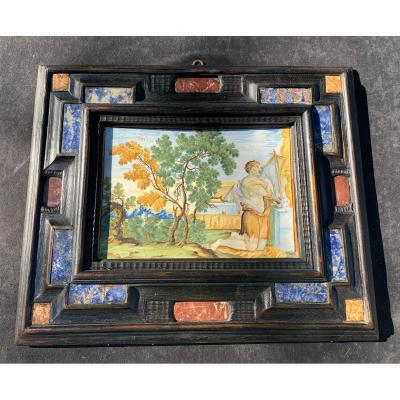 Plaque majolique Castelli XVIIe Sacrifice  agneau par Abel, cadre pierres dures