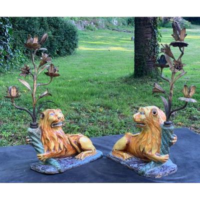 Paire gds lions faïence ép L XIV, montés candélabres fer battu doré