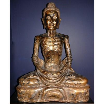 Très Grande Sculpture Représentant Bouddha Ascète En  Bronze Laqué Noir Et Or Thailande XIXème