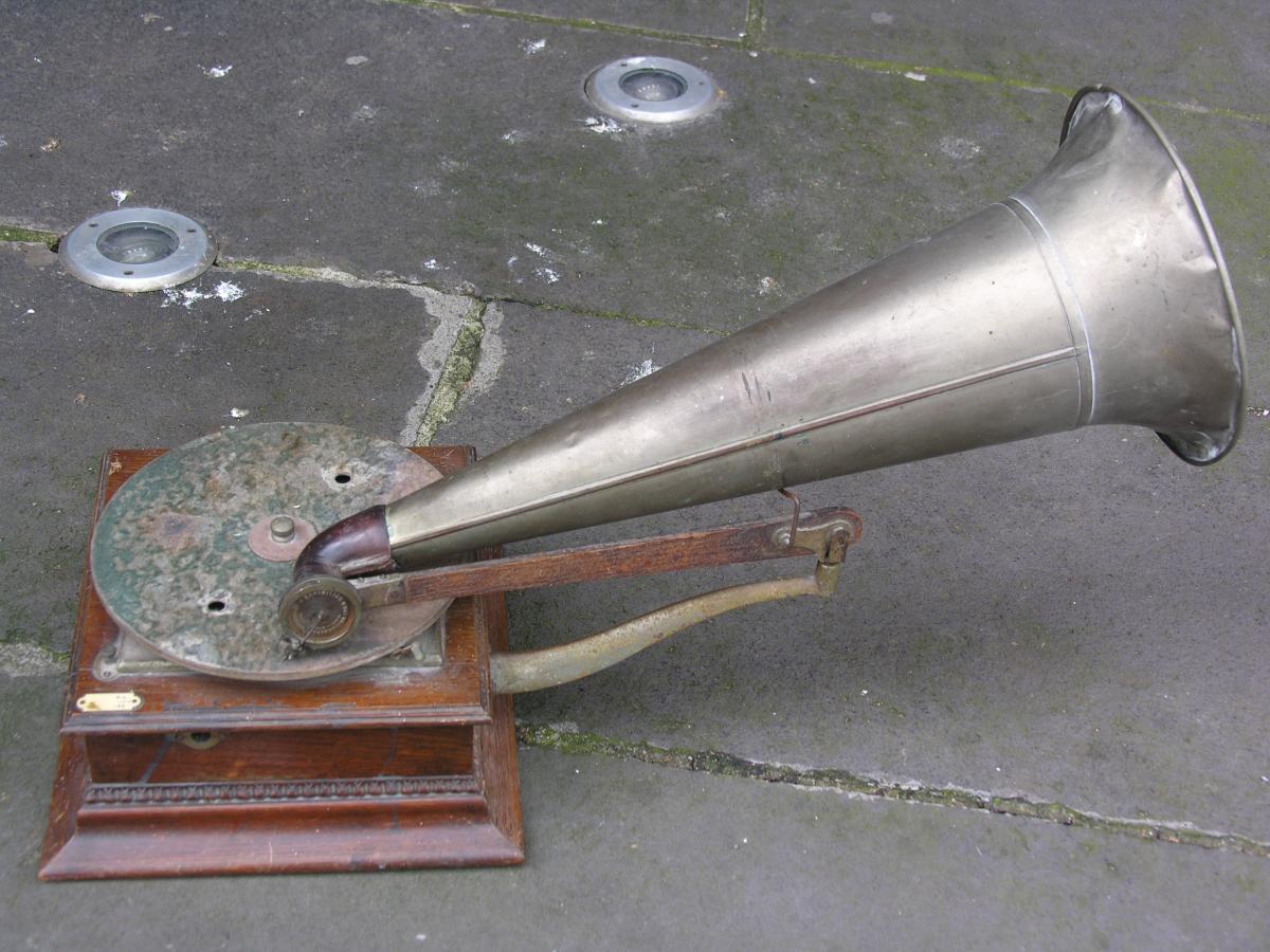 Phonographe De Marque Gramophone