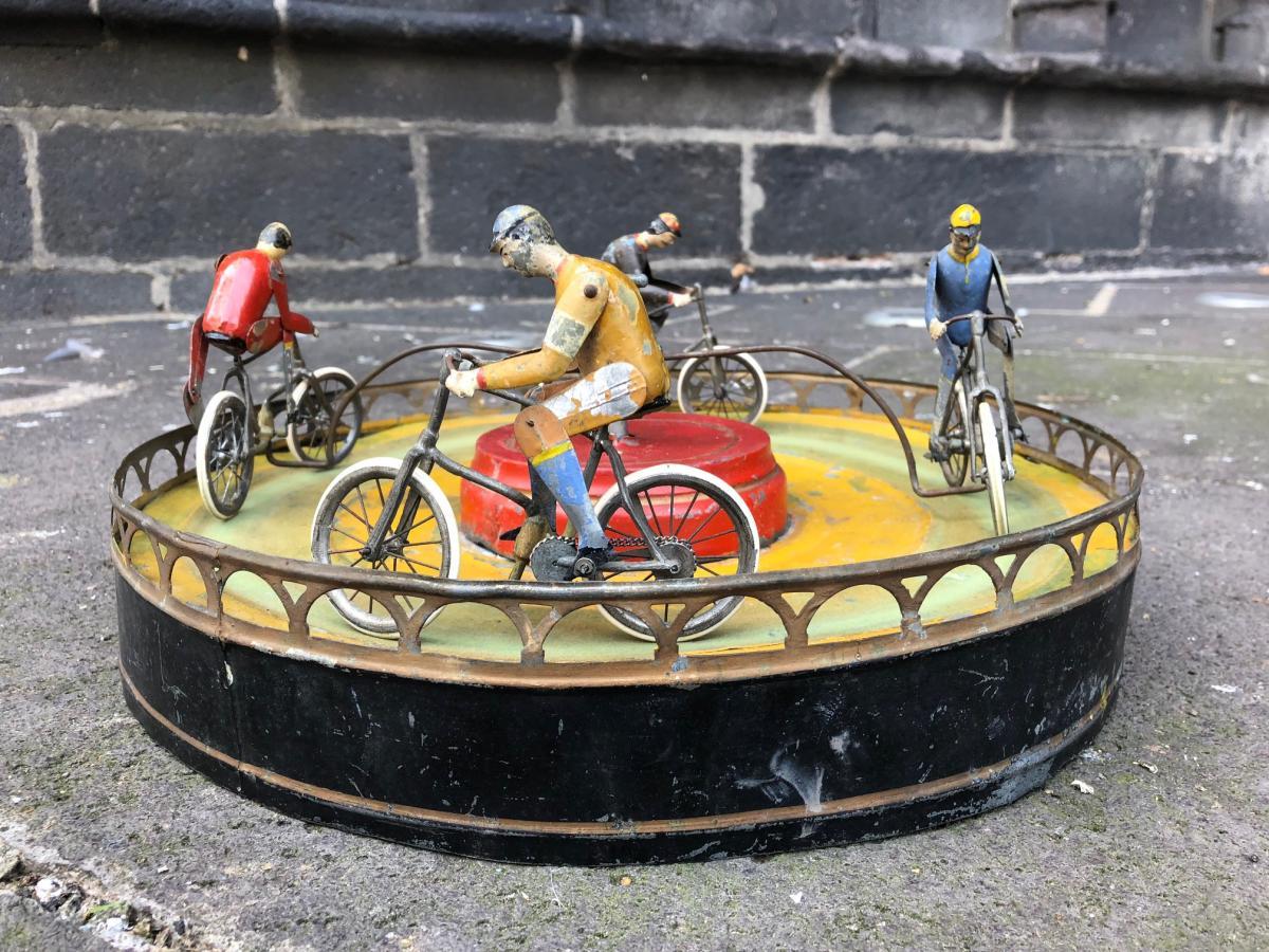 Jeu De Cyclistes / Manège Vélos Marque Jules Lardennois