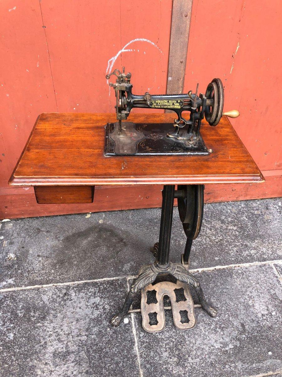 Machine à Coudre Tripode J.journaux