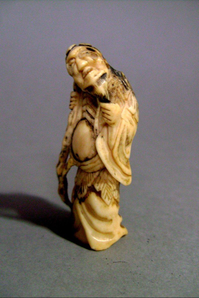 Netsuke en ivoire. Sennin Gama .  Japon époque EDO (1603-1868 )-photo-2